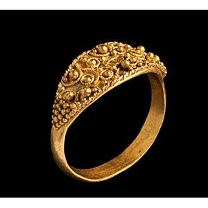 An etruscan gold ring. 4th century B.C. ...