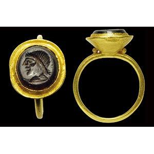 Intaglio  romano in granato montato in ...