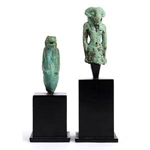Coppia di amuleti in faience: Khnoum e ...