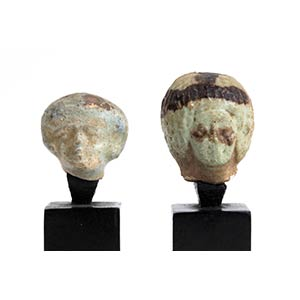 Coppia di testine votive in faience Egitto ...
