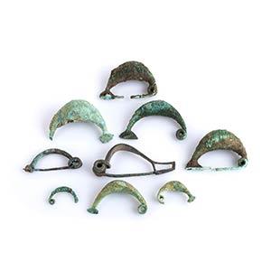 Gruppo di nove fibule in bronzo VI - V ...