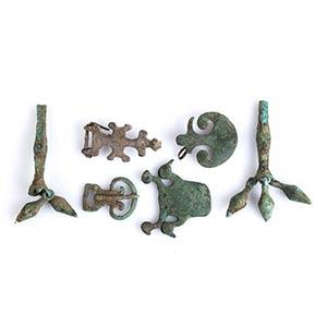 Gruppo di sei elementi decorativi in bronzo ...