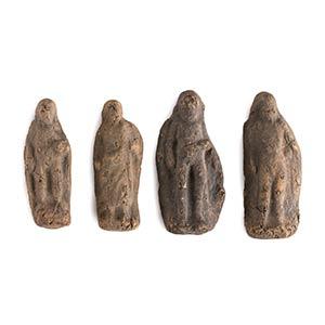 Gruppo di quattro statuette votive IV - III ...