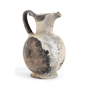 Oinochoe etrusca in bucchero grigio V secolo ...