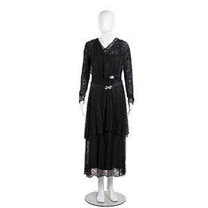CERVONI ROMA ENSEMBLE30sA black silk/lace ...