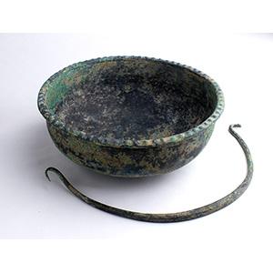 Bacile in bronzo, manico aggiuntivo ca. IV ...