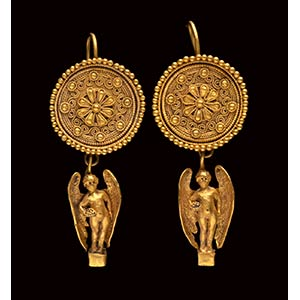 A very fine pair of greek gold hellenistic ...