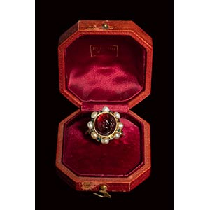 An extraordinary  papal gold ring, ...