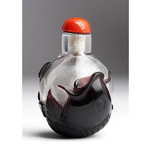 Overlay fish glass snuff bottle; XIX ...