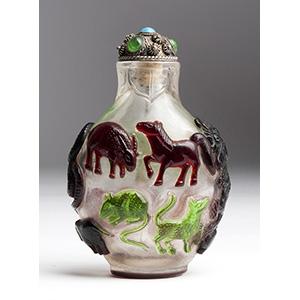 Overlay glass snuff bottle; XIX Century; 7,6 ...