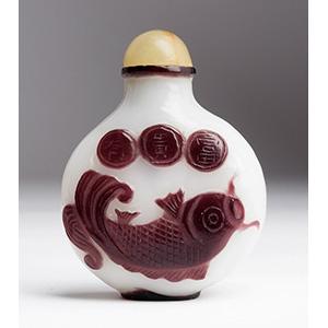 Overlay glass snuff bottle; XX Century; 7,21 ...