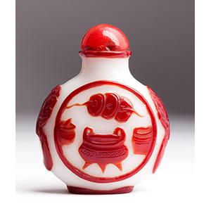 Overlay glass snuff bottle; XX Century; 6,7 ...