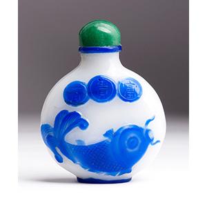 Overlay glass snuff bottle; XX Century; 7 cm;