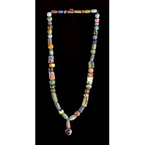 A GLASS BEADS NECKLACE WITH PENDANT78 ...